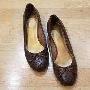 Kelly & Katie Low Wedge Round Toe with Bow 7M